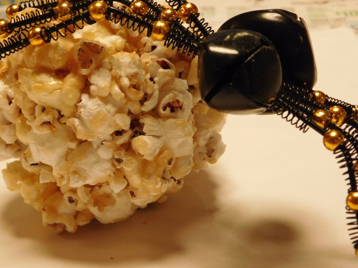 Halloween Treats: Popcorn Balls